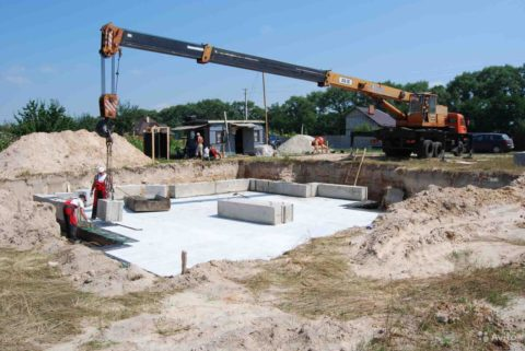 Важнорассчитать вес бетонадля выбора спецтехники нужной грузоподъемности.Вес 1тонны бетонаравен 1000кг.