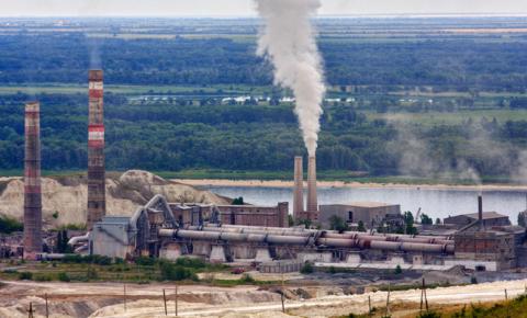Вольский цементный завод издалека