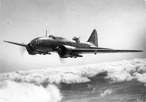 Дальний бомбардировщик Ильюшина Ил-4, достаточно заурядная во всех отношениях машина, предназначалась для поражения хорошо защищенных целей и была основным носителем БетАБ-150ДС