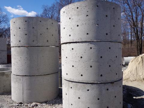 Фильтрующиебетонные колодцы канализационныемонтируют изколец сперфорацией