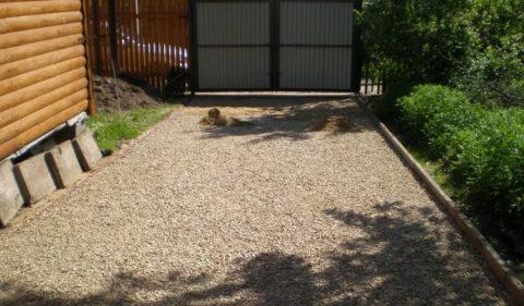 Как правильно забетонировать двор – выполненная подсыпка