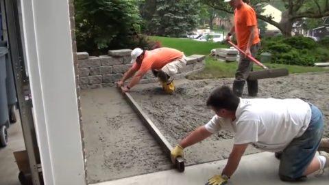 Как правильно залить бетоном двор: работа с правилом
