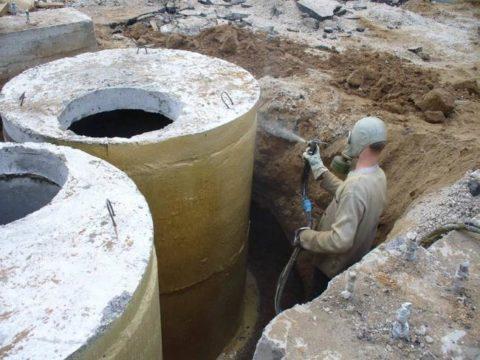 Обработка бетонных колец битумно-бензиновым составом
