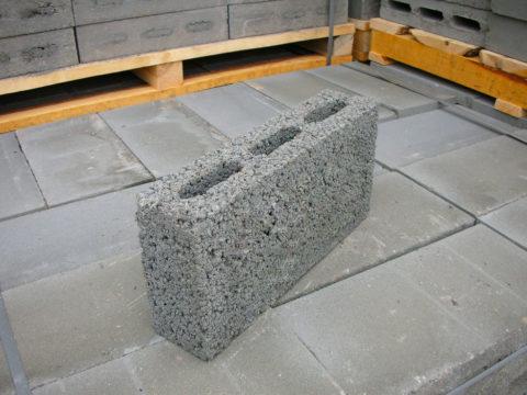 Перегородочный блок из керамзитобетона