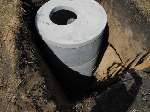 Перепадныебетонные колодцы для канализацииимеют глубину дочетырёх метров