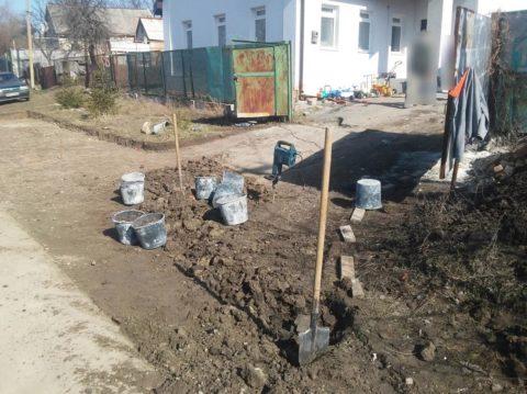 Прежде чем двор залить бетоном, нужно подготовить основание