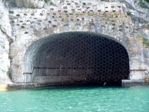 Примерно такой общий вид и конструкцию имели укрытия германских подлодок на Балтике