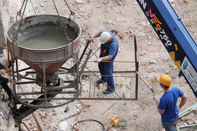 Укладка бетона бадьей суб бетоны
