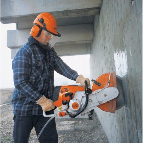 Резка бетона традиционным механическим способом всегда была неблагодарной работой, требующей высокой физической отдачи и максимальной концентрации