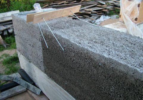 Стена из сплошного керамзитобетона