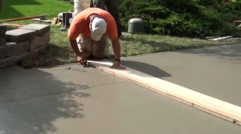 Технология бетонирования двора: нарезание деформационных швов
