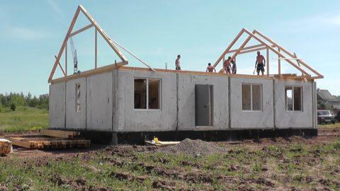 Утеплённые панели используют и малоэтажном строительстве