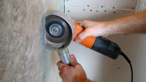 В быту основным инструментом резки бетона остается старая добрая болгарка, оснащенная кустарными приспособлениями элементарного пылеудаления