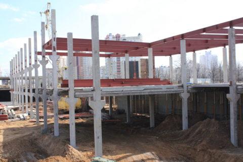 Высота колонны может соответствовать высоте двух этажей здания