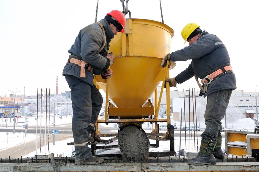 Укладка бетона бадьей склеить бетон