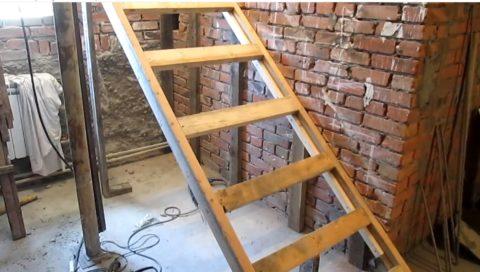 Заливка лестницы бетономтребует наличия прочного основания