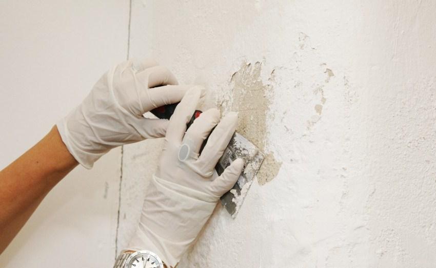 Удаление водоэмульсионки со стены