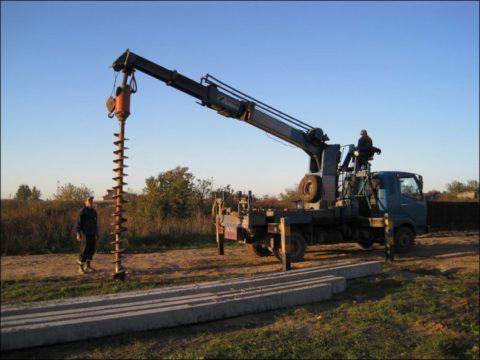 Бурение скважин для установки бетонных опор