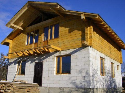 Комбинированныепроекты домов изгазобетона 100 м2— интересное сочетание сдеревом