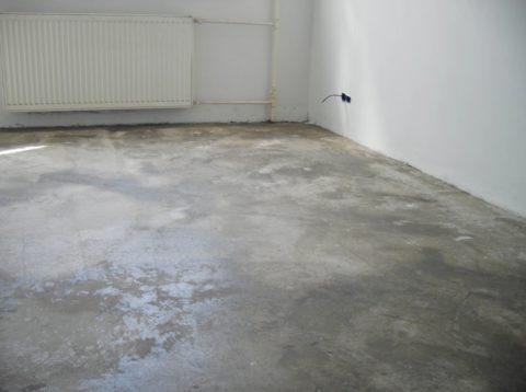 Можно ли класть ламинат на бетонный пол