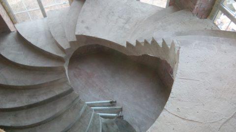 Независимо от формы ступеней бетонные монолитные лестницы являются высокопрочными конструкциями