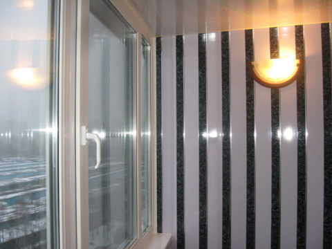 Пластиковые панели на окрашенных стенах – самый лучший способ отделки