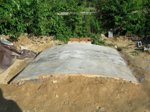 Погреб из бетона на даче: арочный свод сверху засыпается грунтом