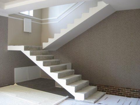 Самый простой вид конструкции – прямые лестничные марши