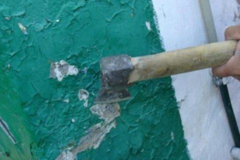 Снятие краски топором