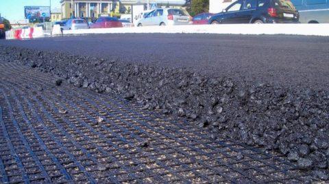 Укладка геосетки васфальтобетонное дорожное покрытие
