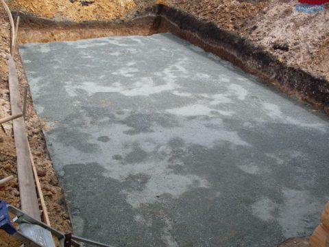 Залитая бетонная плита