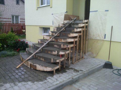 Залитая бетоном конструкция