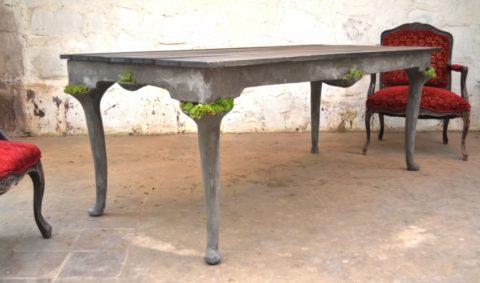 Бетонный стол, стилизованный под деревянный
