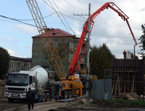 Подача бетонного раствора на высоту