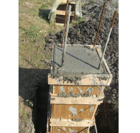 Полностью заполненная бетоном опалубка