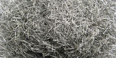 Прямая фибра – хорошо растягивается, но плохо сцепляется с бетоном