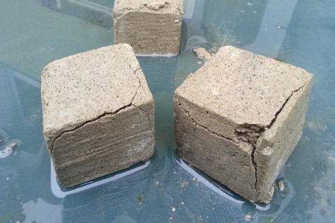 Разрушение бетонных образцов от влаги