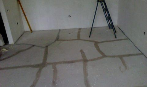 Стяжка пола из пескобетона: подготовленное старое бетонное основание