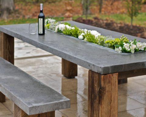 Уличный стол со столешницей из бетона
