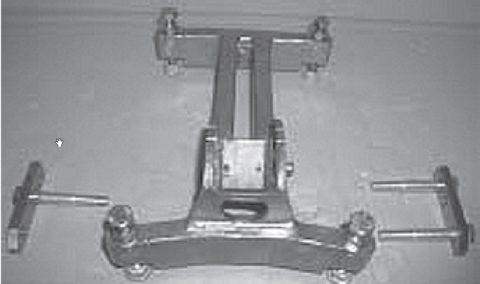 Дюбельная подножка с пластинами и болтами для крепления колоны