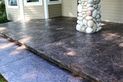 Простое и красивое бетонное крыльцо