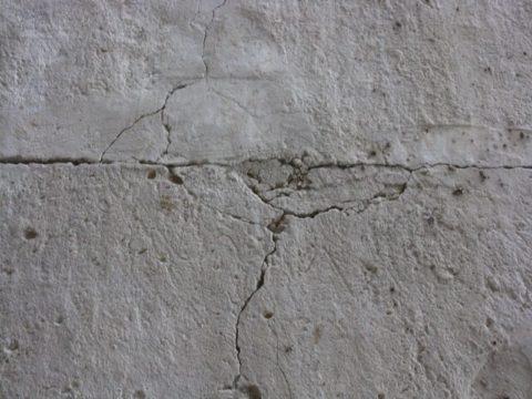 Трещины в бетонном полу – начало его разрушения