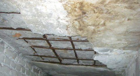 Вот к чему приводит невнимательное отношение к бетонному изделию
