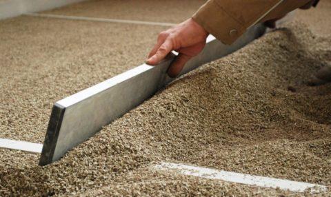 Чем выровнять бетонный пол под ламинат: новые технологии