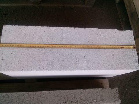 Для удобства кладки несколько лишних миллиметров длины бывают важны