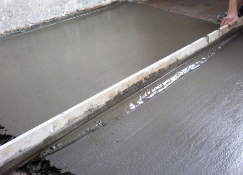 Ламинат на бетонную стяжку можно будет ложить без опасений