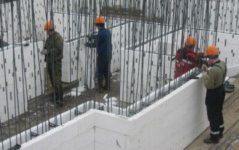 Любая монолитная бетонная стена должна быть усилена внутренним армирующим каркасом