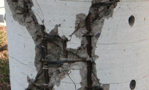 При несоблюдении техники армирования или его полном отсутствии, бетон обязательно начнет разрушаться