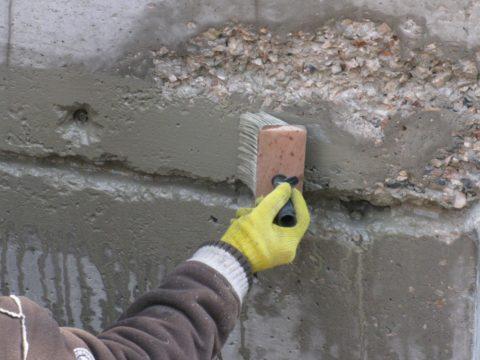 Пропитка для газобетона: нанесение жидкого стекла на бетонную поверхность