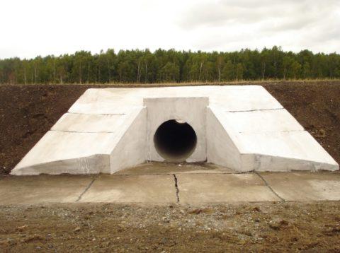 Трубопровод под автодорогой